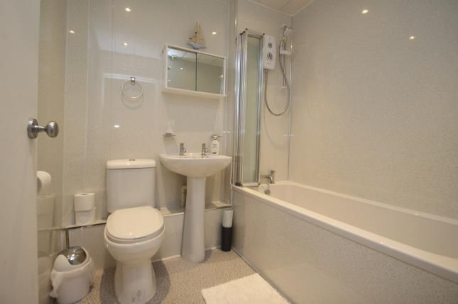 Bathroom of Grey Place, Greenock, Inverclyde PA15