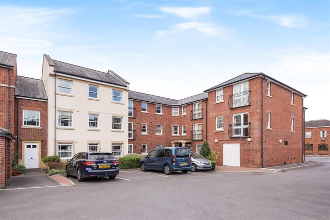 2 bed property for sale in New Park Street, Devizes SN10
