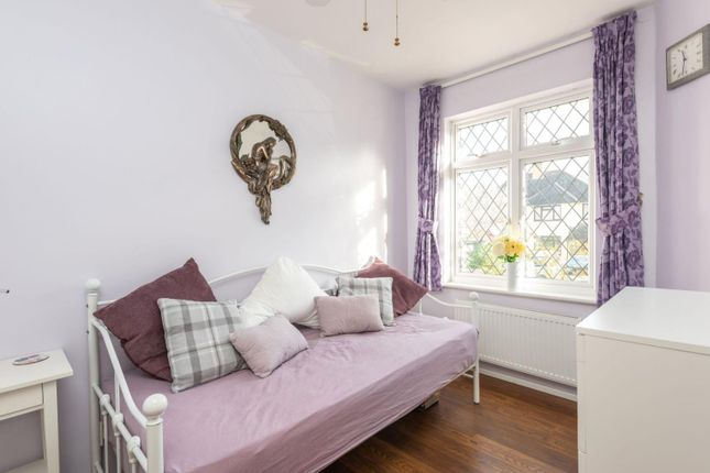 Bedroom - Gf of Ferndale Avenue, Chertsey KT16