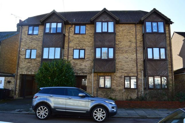 Thumbnail Flat for sale in Beaconsfield Road, Enfield