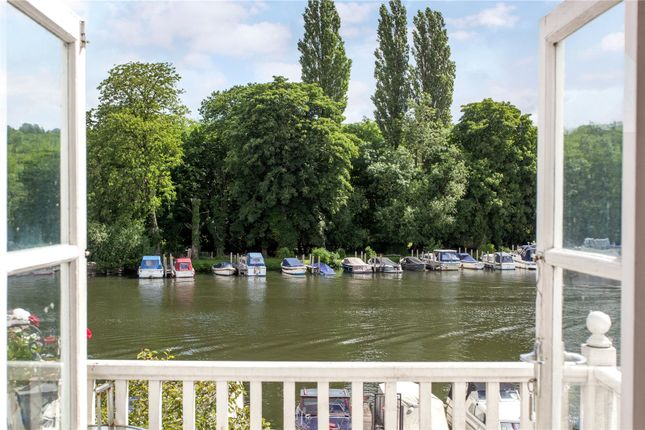 River terrace henley on thames oxfordshire rg9 1 for 2115 east river terrace