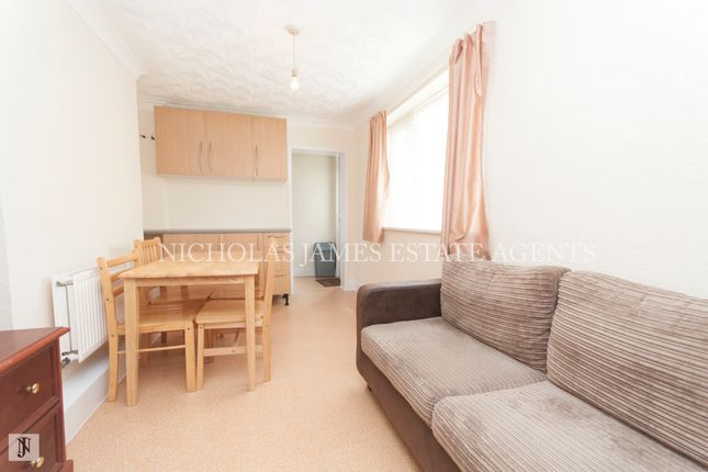 2 bed flat to rent in Lascotts Road, Palmers Green