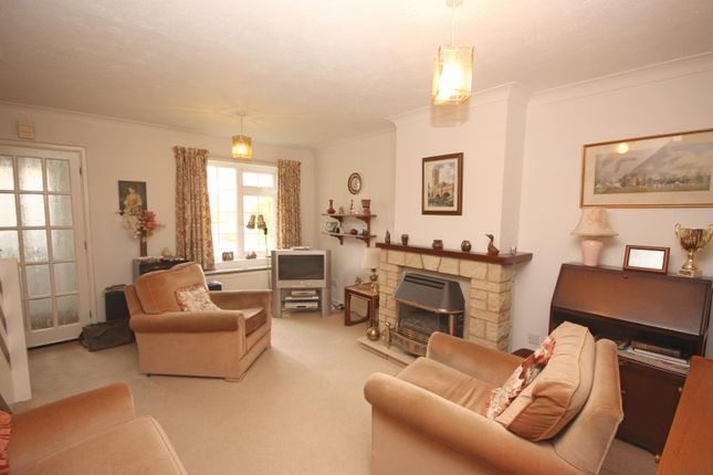 Picture No. 3 of Jacobs Close, Witney, Oxon OX28