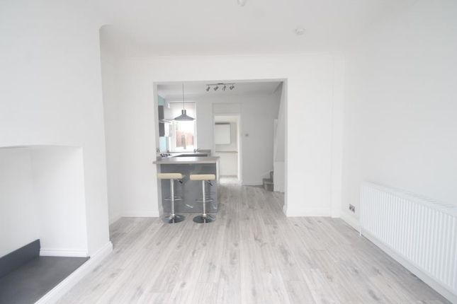 2 bed terraced house to rent in Diamond Place, Harrogate HG1