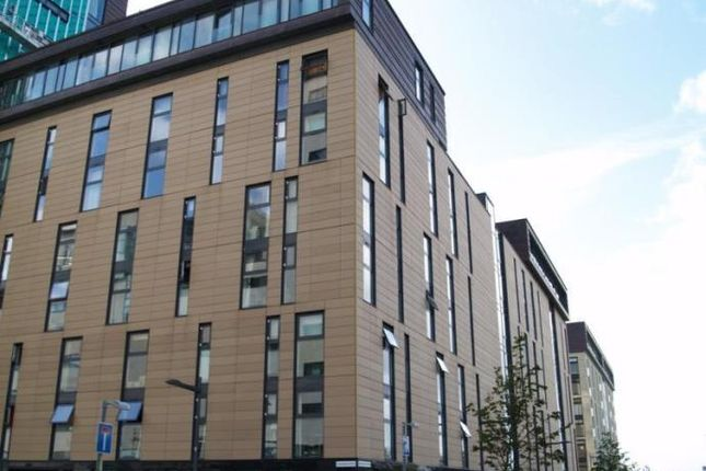 Flat to rent in Castlebank Place, Glasgow