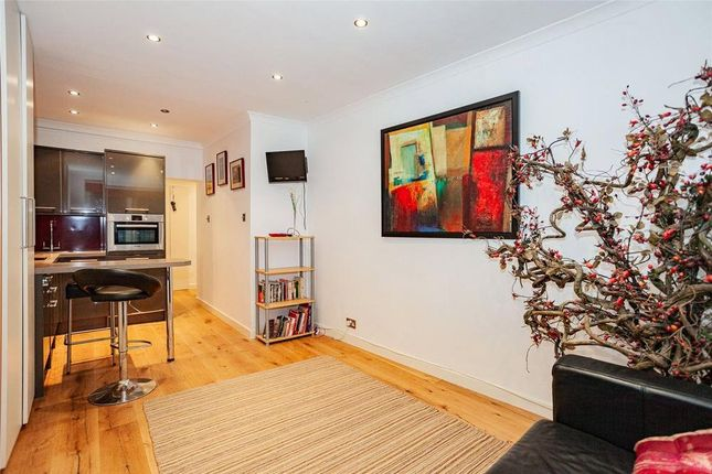 Thumbnail Flat for sale in Hyde Park Place, London