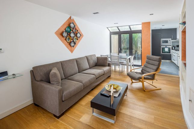 Thumbnail Terraced house to rent in Lynton Road, London