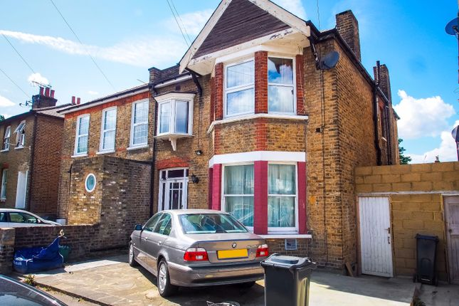 Thumbnail Flat for sale in Inwood Road, Hounslow