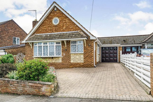 Thumbnail Bungalow for sale in Ruskin Avenue, The Straits, Dudley