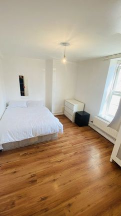 Thumbnail Room to rent in Hollybush Gardens, Bethnal Green