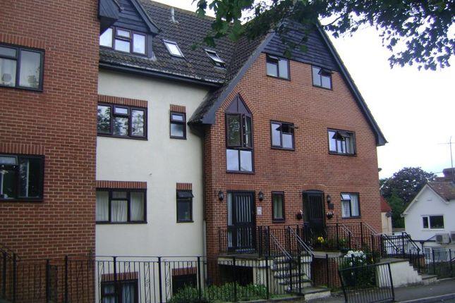 Thumbnail Flat to rent in Midhurst Road, Liphook GU30, Liphook,