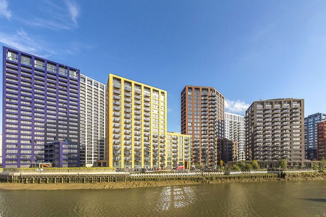 Flat for sale in Defoe House, London City Island, London