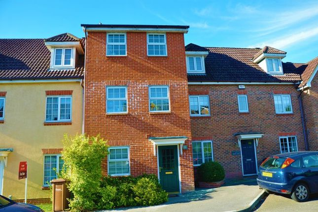 Thumbnail Town house to rent in Berry Way, Andover
