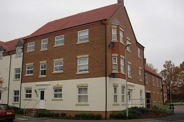 Thumbnail Flat to rent in Parsons Road, Langley, Slough
