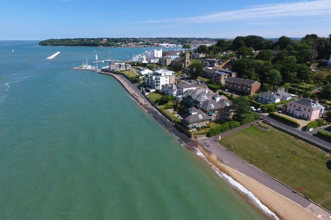 Thumbnail Flat for sale in Queens Road, Cowes