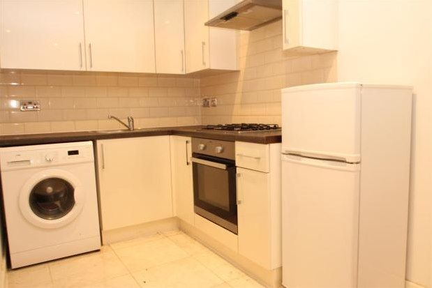 1 bed flat to rent in 216-218 Homesdale Road, Bromley BR1