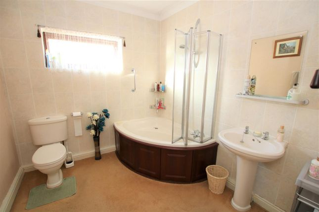 Bathroom of Lincoln Lane, Thorpe-On-The-Hill, Lincoln LN6