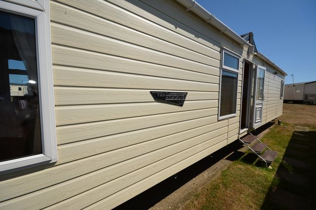 Thumbnail Mobile/park home for sale in Beach Road, Kessingland, Lowestoft