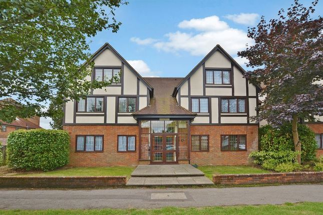 Thumbnail Flat for sale in Warwick Road, Beaconsfield