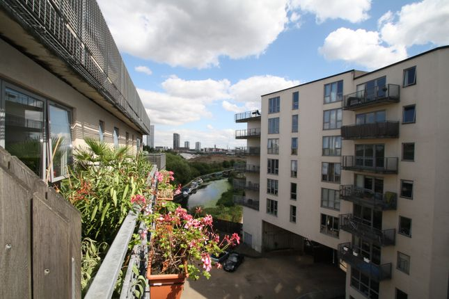Thumbnail Shared accommodation to rent in Wick Lane, London