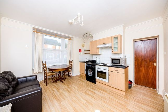 Flat to rent in Oxford Road, Canterbury