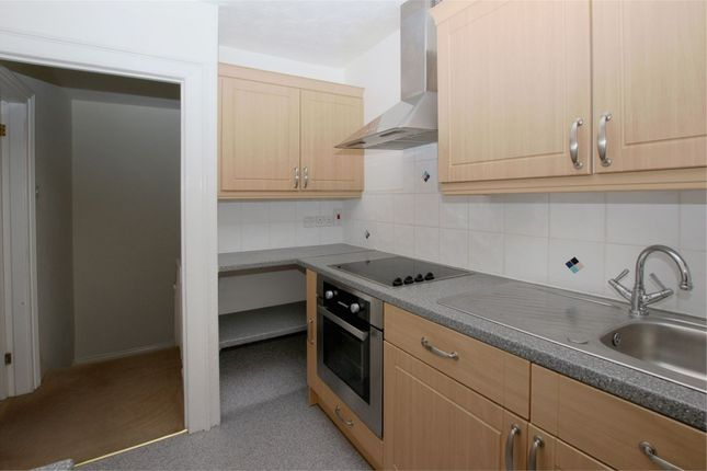 Thumbnail Flat to rent in Mount Row, St. Peter Port, Guernsey