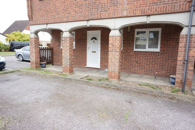 Thumbnail Flat for sale in Brackley Crescent, Basildon