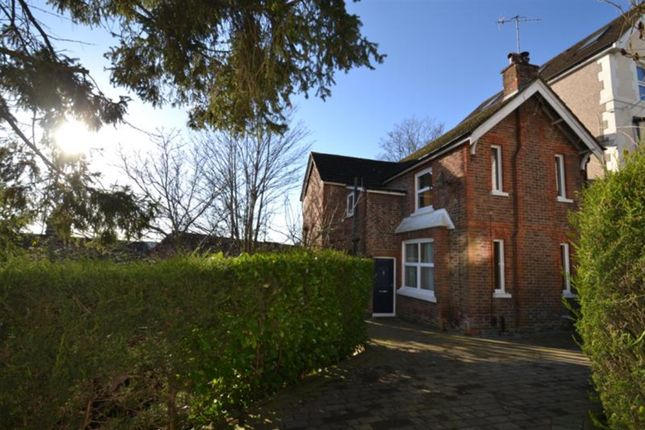 Thumbnail Detached house to rent in Grovehill Road, Redhill