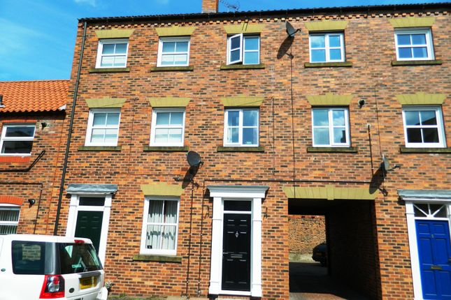 Thumbnail Town house to rent in St Johns Street, Howden