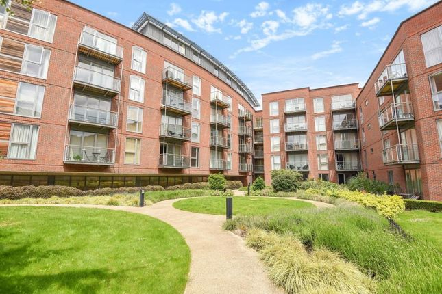Thumbnail Flat to rent in The Heart, Walton On Thames