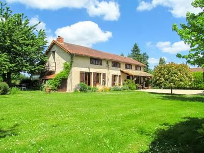 4 bed property for sale in Champagne-St-Hilaire, Vienne, France