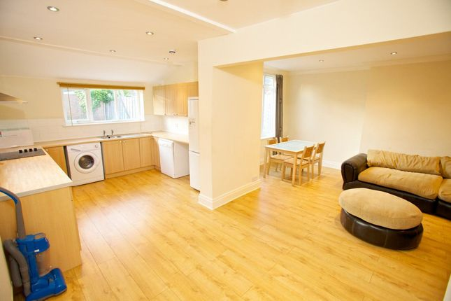 Thumbnail Semi-detached house to rent in All Bills Included, Laurel Bank Court, Headingley