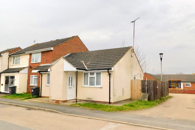Thumbnail Bungalow to rent in Lyle Close, Leicester