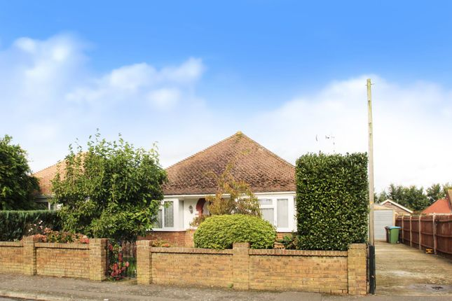 Thumbnail Bungalow for sale in Roundstone Drive, East Preston, West Sussex