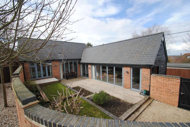 Thumbnail Bungalow for sale in Shepherds Orchard, Springfield Rd, Wantage