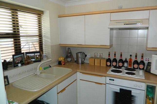 Fitted Kitchen of Filey Spur, Cippenham, Berkshire SL1