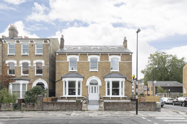 3 bed flat for sale in Lordship Park, London N16