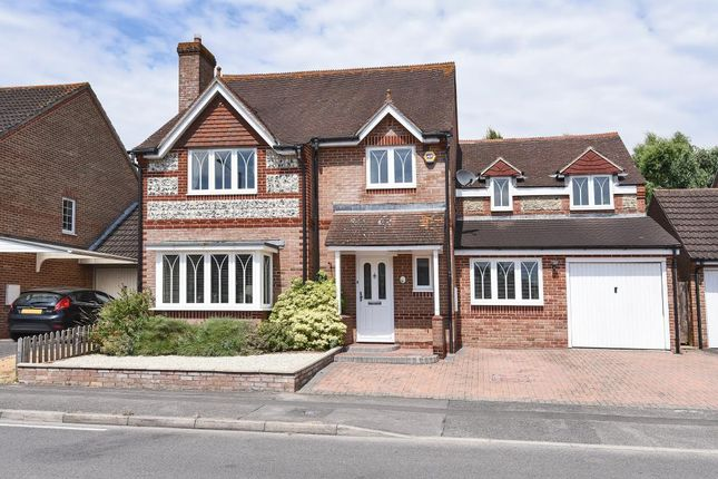 Thumbnail Detached house for sale in Foxglove Way, Thatcham
