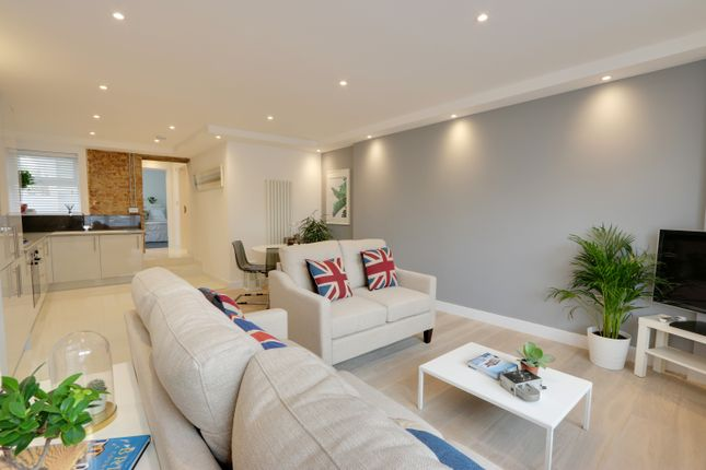 Thumbnail Flat for sale in Southsea Avenue, Leigh-On-Sea