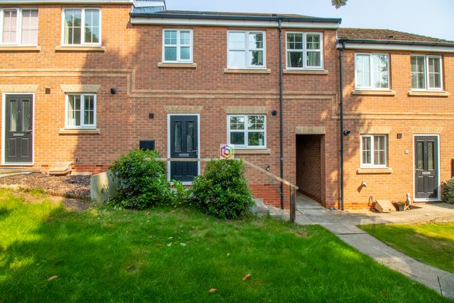 3 bed town house for sale in Chestnut Drive, Hollingwood, Chesterfield S43