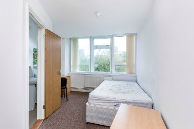 1 bed flat to rent in 1 Guildhall Walk, Portsmouth PO1