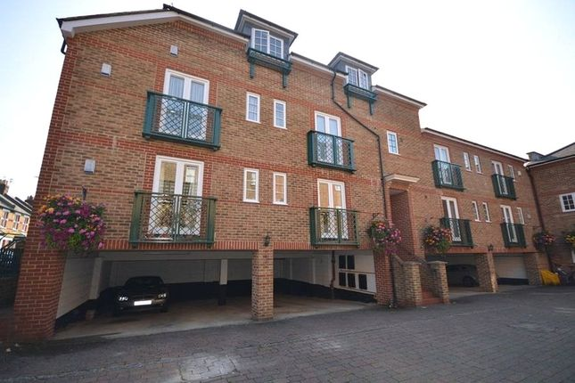 Thumbnail Flat for sale in Temple Gate, Temple Road, Windsor