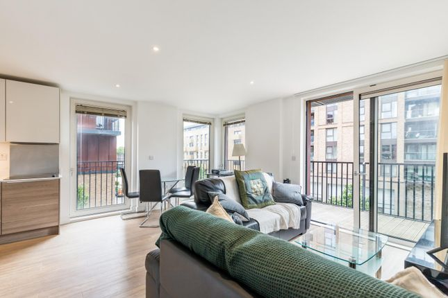 Thumbnail Flat to rent in Navigation House, Whiting Way, Surrey Quays