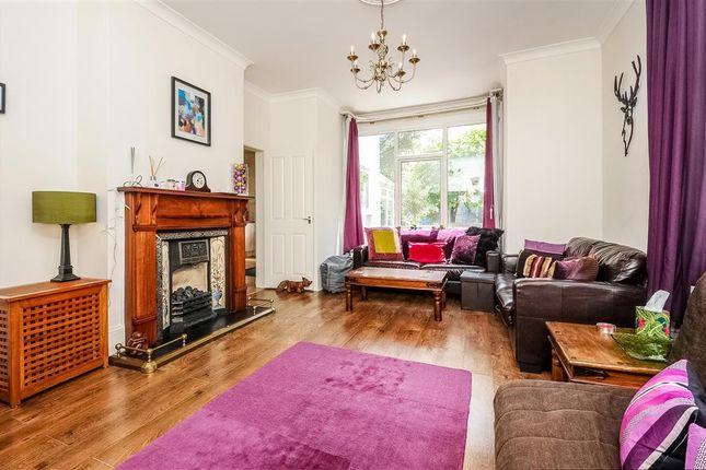 Living Room of Ellesmere Road, Chiswick, London W4