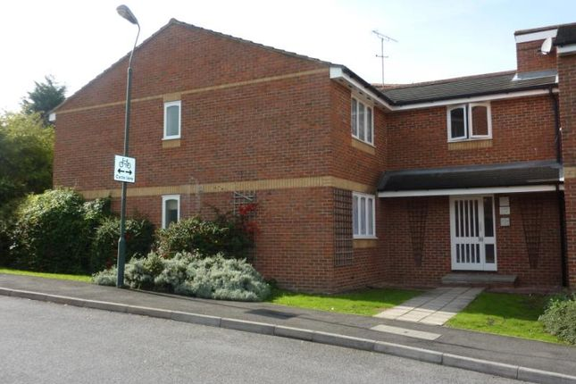 Thumbnail Flat to rent in Shortlands Close, Belvedere, Erith