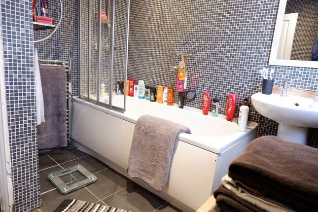 Bathroom of Vernon Road, Manchester M43