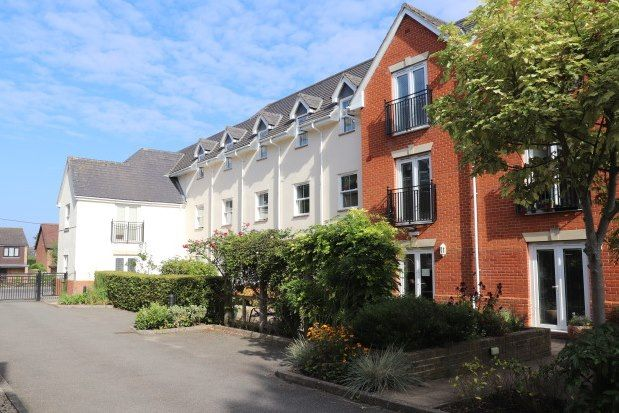 2 bed flat to rent in Stock Road, Billericay CM12