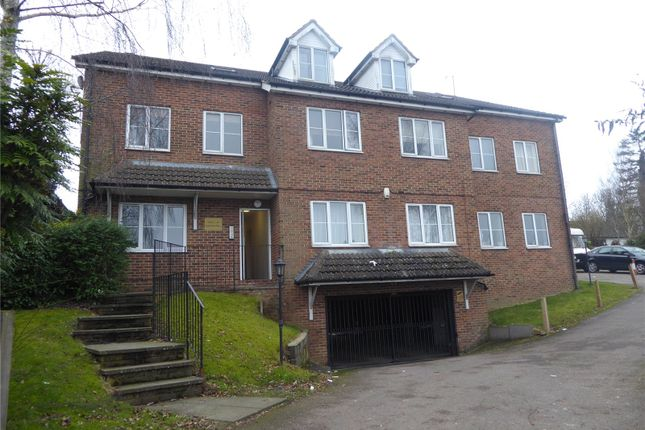 Flat to rent in Half Moon Place, Dunstable, Bedfordshire