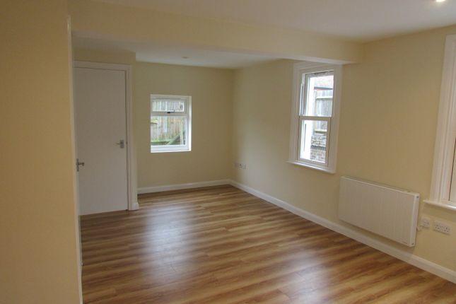 1 bed flat to rent in Bridge Road, Weybridge