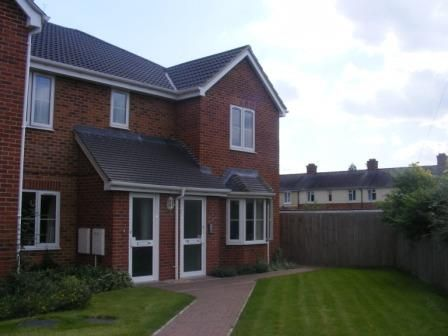 2 bed flat to rent in Barnaby Close, Tredworth, Gloucester